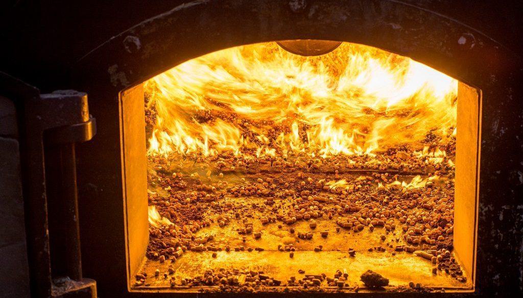 piec na pellet z ogniem