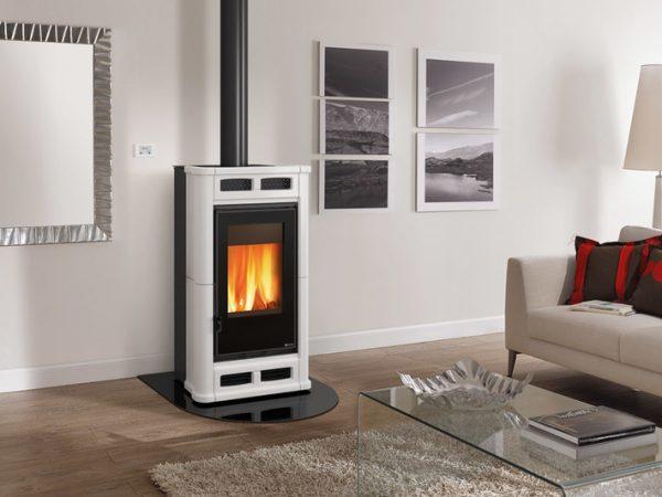 flo1 600x450 - La Nordica Flo - Piec wolnostojący z nadmuchem ciepłego powietrza
