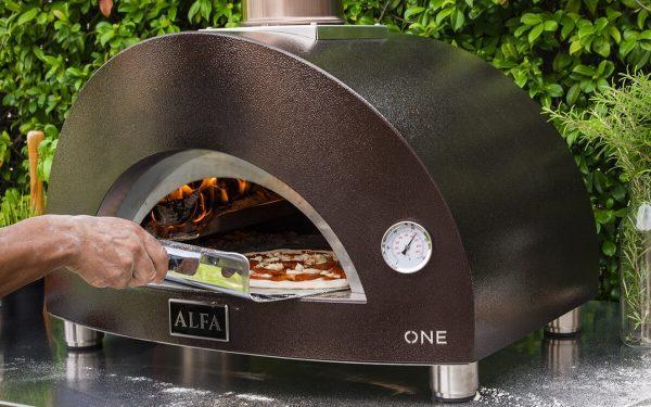 one wood fired pizza oven alfa forni outdoor cooking 1200x750 600x375 - Piec do pizzy Alfa Forni ONE opalany drewnem z podstawą